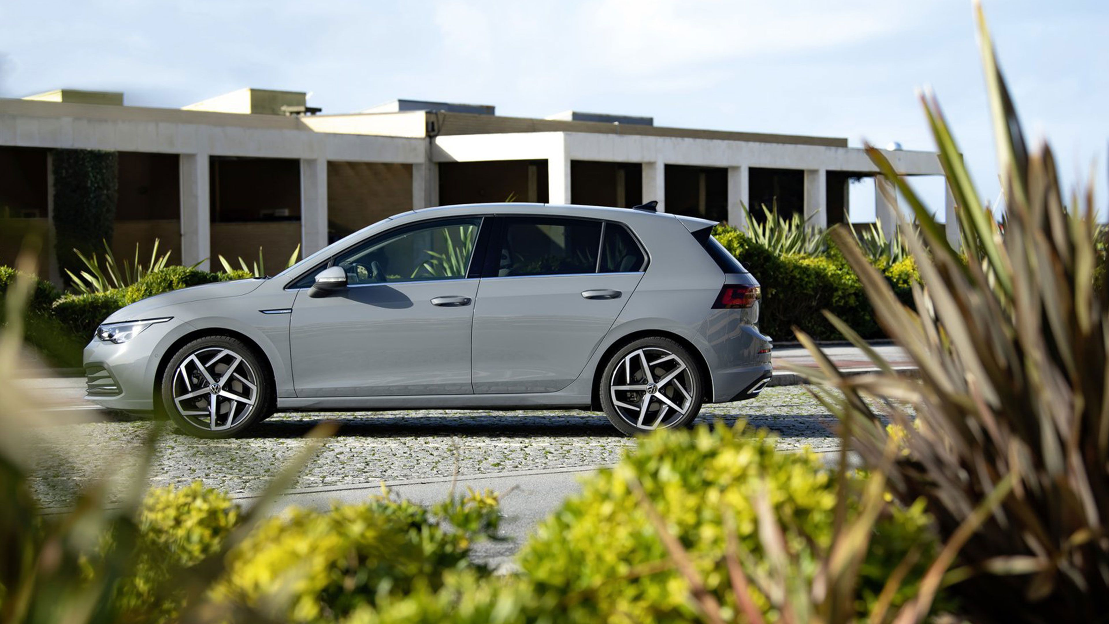 STA_LP_VW_Golf8_Parallax-BG_3840x2160